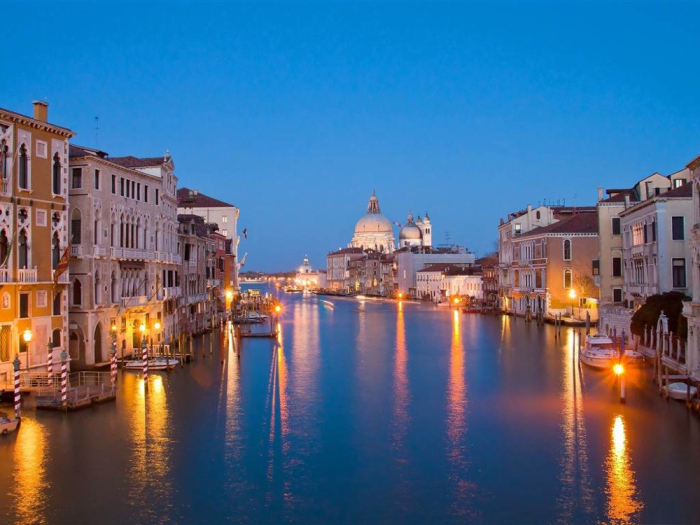 venice_at_night-public-lighting